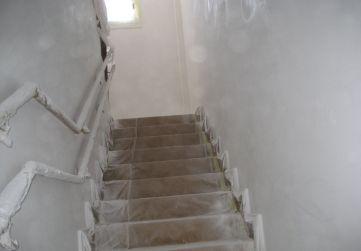 Trabajos de pintura en cajas de escalera