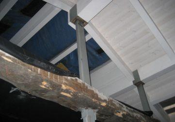estructura metálica y madera reutilizada