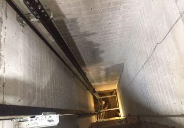 Instalación de ascensor en Edificio Tres Mares