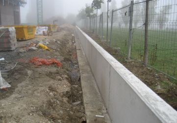 muro de cierre zona ajardinada