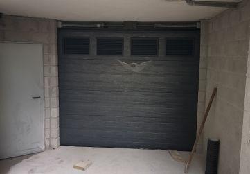 Portón acceso a garaje.