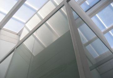 Cerramiento ascensor ejecutado con vidrio