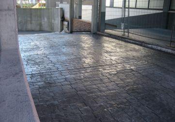 pavimento impreso zona cubierta rampa.